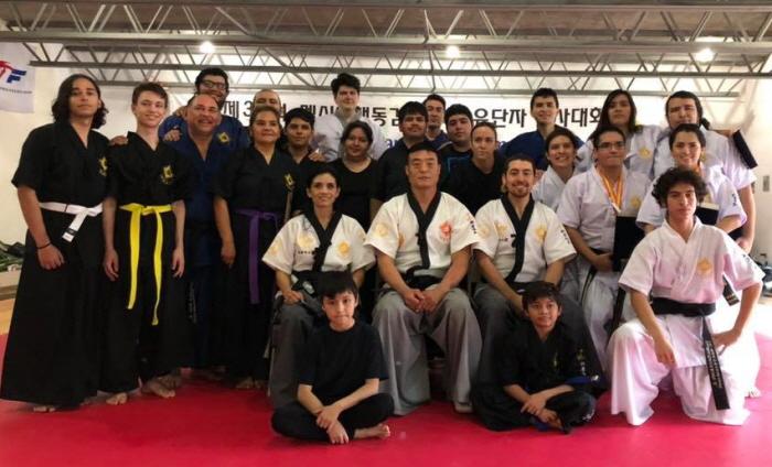 El maestro Yang Tae Kim (al centro) con el equipo tamaulipeco de Haidong Gumdo. | Facebook de José Manuel Hinojosa